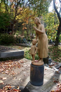 I saw this mother and child statue in the Joko-ji temple's grounds.